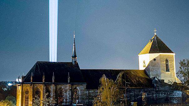 Presse: Kirchen senden Osterlicht in Richtung Himmel