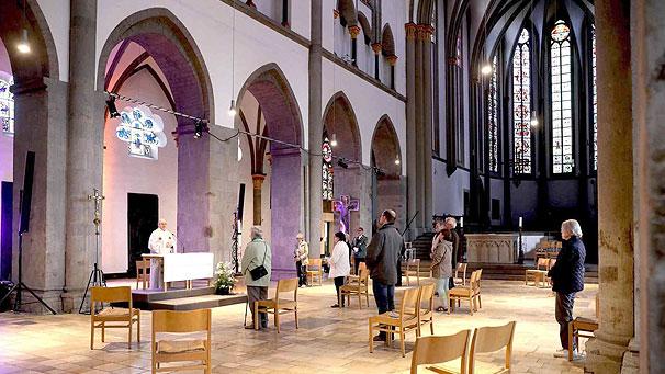 Presse: Nach neun Wochen wieder ein Gottesdienst im Münster