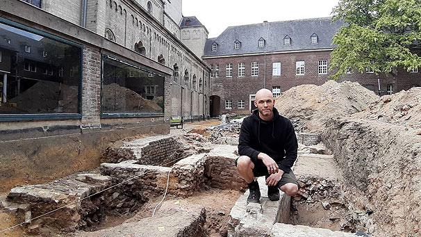 Presse: Bunker und Gräber am Gladbacher Münster freigelegt